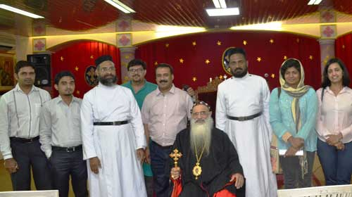 From the photo session: The Catholicos with the journalists of Oman